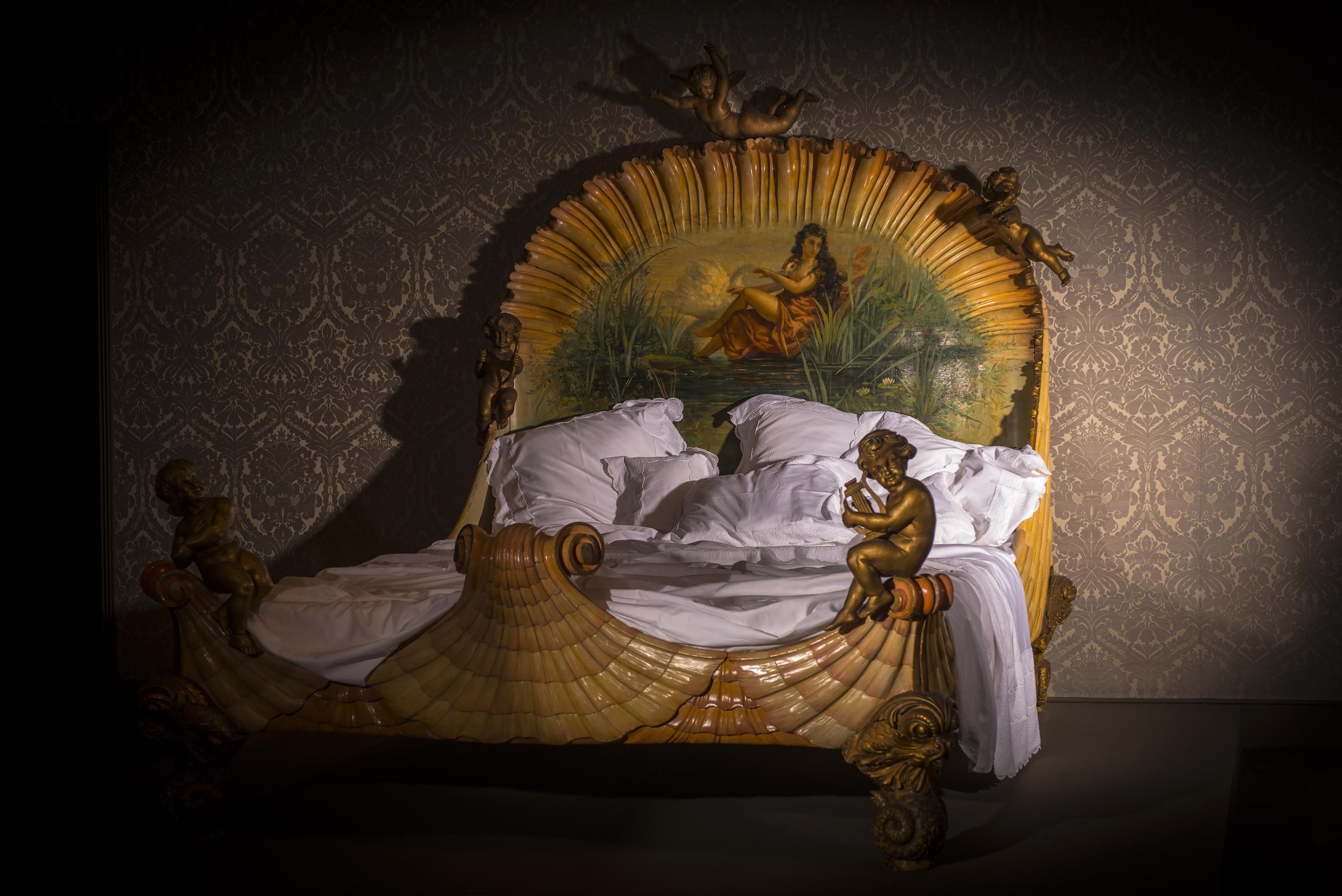 Bed, na 1860, Ville de Neuilly-sur-Seine. Vermoedelijk afkomstig uit bordeel