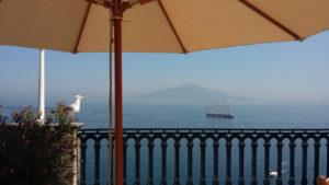 Sorrento_Napels_baai_Vesuvius